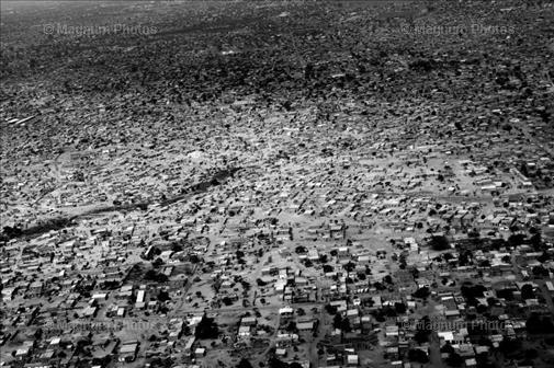 Vista aérea de Luanda, la capital de Angola, tomada por Paolo Pellegrin de la Agencia Magnum