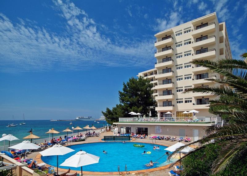 Hawaii Ibiza, un hotel con todo incluido frente al mar