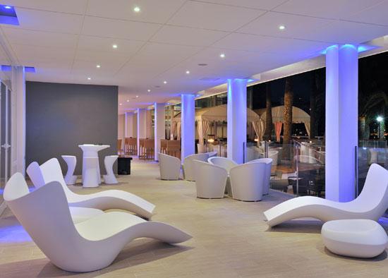 Hotel Sol Cala Blanca, terraza de noche