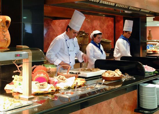 Buffet & show cooking hotels at Sol Hotels
